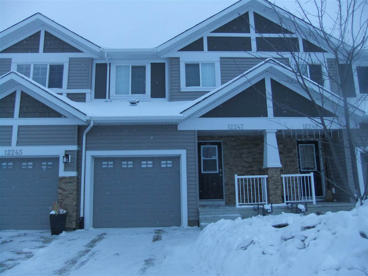 Approx 1237 sq ft 3 bedroom 2 storey in Rapperswill, 4 piece en-suite in master bedroom, hardwood flooring, granite counter top, basement is finished with big rumpus room & 3 piece bath, single attached garage, close to shopping centers, bus route. Price reduced for quick sale.