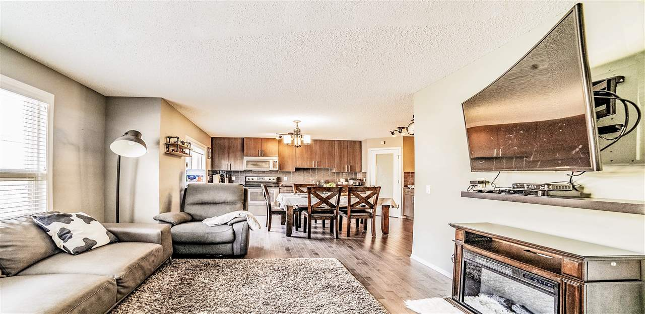 Look no further! A well maintained beautiful single front attached garage townhome in Carlton. This has an open concept main floor with 3 bedrooms, 1.5 baths, hardwood & tile, stainless steel appliances. It has a high efficiency furnace & hot water tank. A must see!