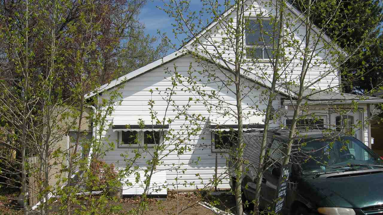 Good location, close to park, Primary R2 Zoned area. Large lot with Back alley access 6200 sq. ft. this home is a fixer/upper needs TLC