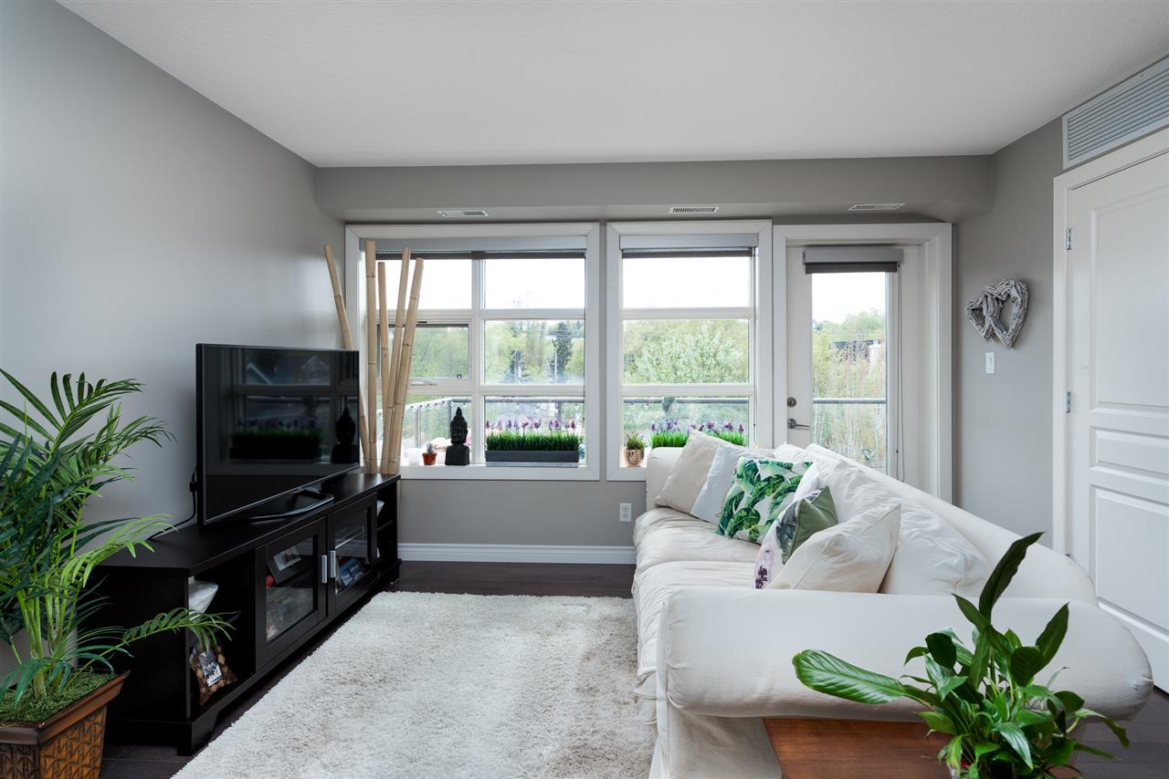 Top floor corner suite in Cloverdale, along the Valley LRT Line (to be completed in 2020), with stunning natural light and endless dazzling views! Own this beautiful home located near the River Valley with a quick commute downtown or to Old Strathcona. Beautifully finished with new engineered hardwood floors installed in 2018, this modern 2-bedroom 2-bathroom home offers an abundance of natural light, 9? ceilings, open concept floor plan, and kitchen with stainless steel appliances, A/C, ceramic flooring, and granite counters. Master suite features a 6-pc en-suite bath and large dreamy walk-in closet. Complete with underground parking and south-facing balcony to enjoy Edmonton Folk Fest, Waterside Estates is pet friendly and includes an underground car wash bay. Walking distance to the Muttart Conservatory, parks, scenic views, and the city?s well-maintained River Valley trail system.
