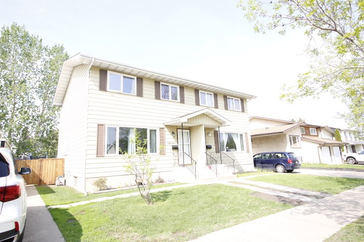 Located across from school & Play ground in Fort Saskatchewan. This home offers 3 good size bedrooms up. It has been well maintained with newer flooring, fence, new shingles, windows, furnace, hot water tank, fence and even Air Conditioner. Additional new cupboards have been added in the kitchen with built in dishwasher. Laminate through out the top to floors, including bedrooms for easy cleaning. The yard is fully fenced.