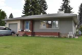 Great opportunity for investment or redevelopment! 64 x 134 rectangular lot.   House is of little or no value.  LOT VALUE only.  Located in prestigious WINDSOR PARK.   Within walking distance to: Cross Cancer Institute, Kaye Centre, Edmonton Clinic Health Academy, Mazankowsky Heart Institute, the University Hospital, LI KA SHING Health Sciences Centre, University of Alberta campus, Jubilee Auditorium, LRT, and Hawrelak Park in Edmonton's wonderful river valley.