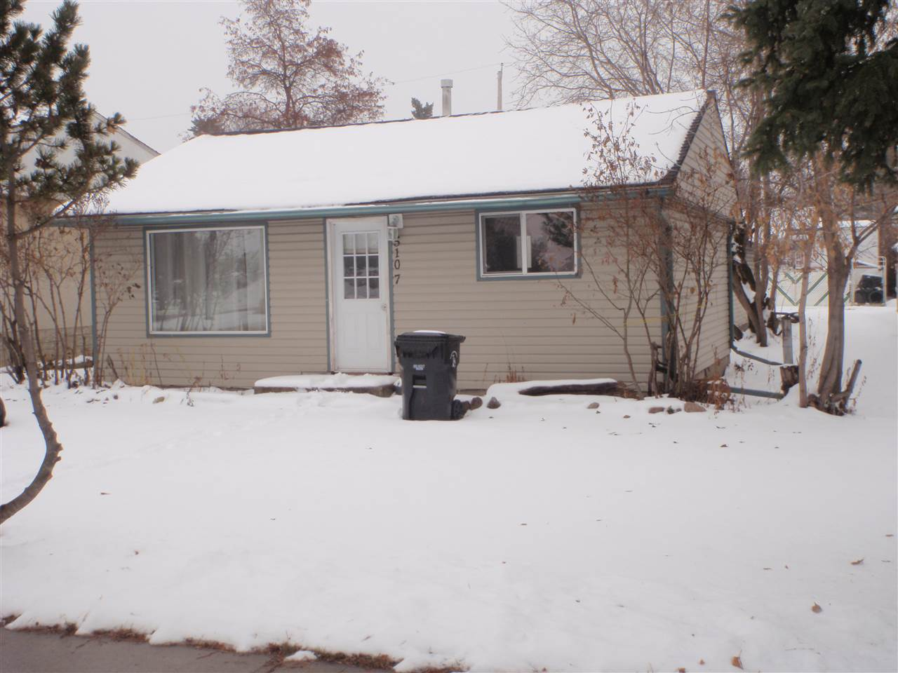 Fantastic 690 sqft 2 bedroom starter/rental property.  Nicely updated with new carpet, vinyl plank flooring, vinyl siding, new moldings & baseboards as well as paint. Current rent is $825.00 / month. The single garage is accessible from the back alley.