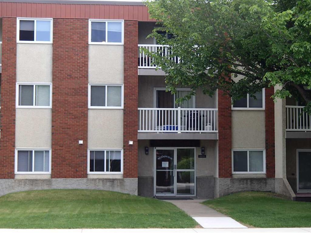 Very Bright And Spacious 2 Bedroom Top Floor Corner/End Unit Featuring In Suite Laundry, Large Living Room With Sliding Glass Doors To A Balcony, Good Sized Master Bedroom With Direct Access To The Main Bathroom. Well Managed And Maintained Building. Located Close To All Amenities. All Appliances Plus A Separate Storage Locker Are Included. Immediate Possession Is Available. Don't Miss This One!!