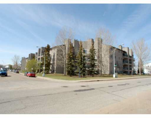 INVESTOR ALERT!  This 2 bedroom, 1 bathroom unit is located in a great neighborhood close to many elementary schools, Kate Chegwin Jr high school and within minutes to the Meadows Rec center and Anthony Henday Drive. The unit has  a fireplace.  Perfect for first time buyers or investors.  An absolute steal at this price!!