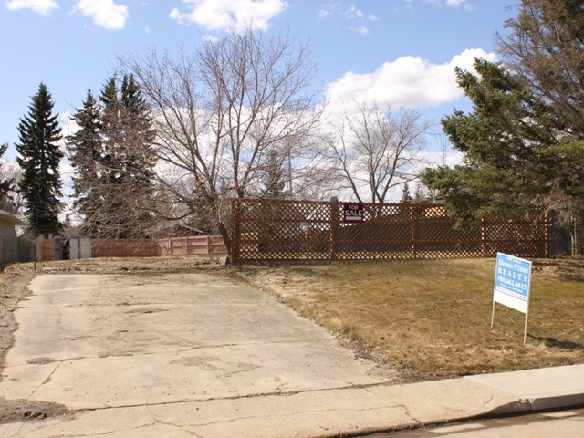 Larger than normal 62 ft x 140 ft residential lot across from green space located in the Town of Tofield, 30 minutes east of Edmonton and Sherwood Park and 45 minutes from the Edmonton International Airport (YEG).  Zoned R1 - Single Family Residential.  Situated in an established area of Town.  Tofield offers 2 schools, a health centre, medical clinic, pharmacies and numerous recreational opportunities.  Great place to build your dream home -- Welcome home!