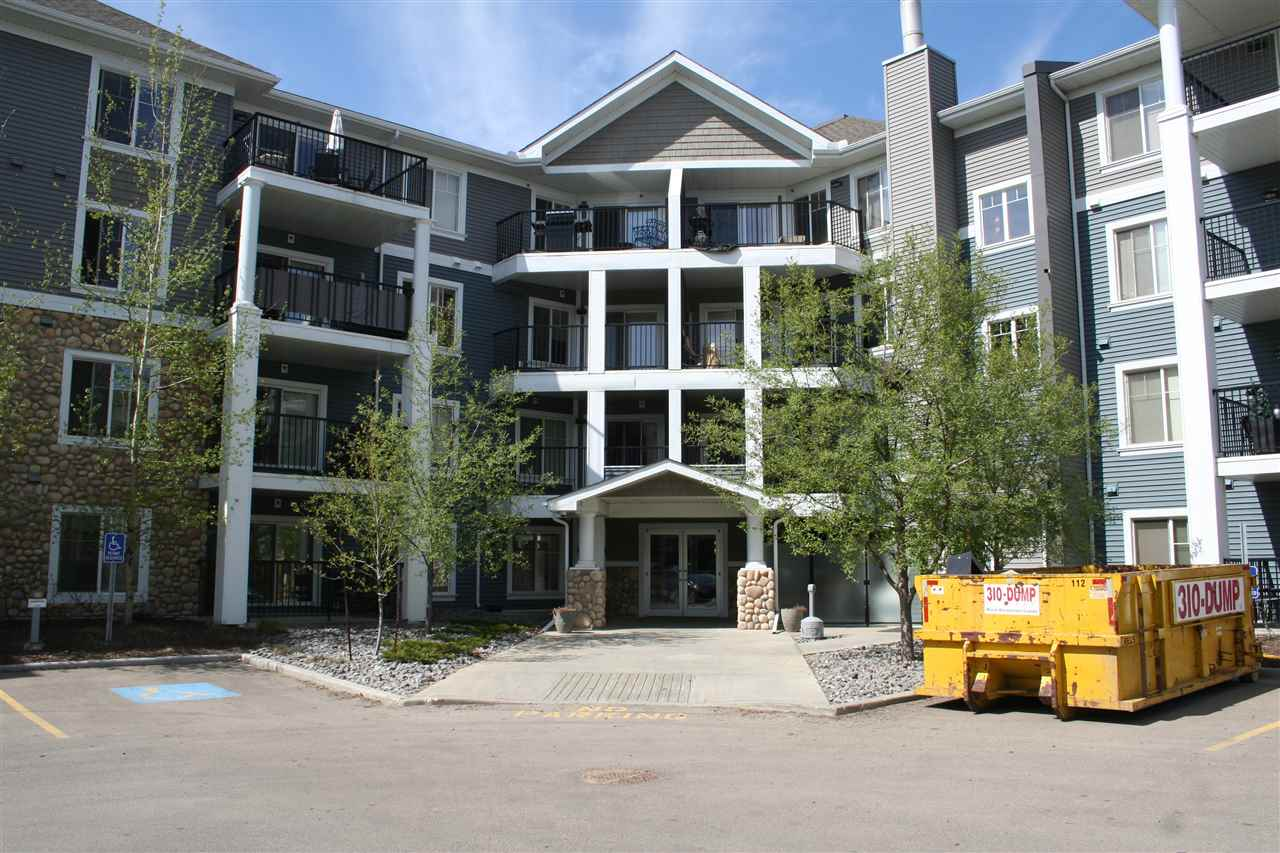 Southwinds of Summerside, this upgraded one bedroom unit on the main floor unit with private terrace. Upgrades include hardwood & ceramics tile flooring, granite counter tops, upgraded kitchen cabinets and faucets. Superb neighborhood with lake and recreation facilities. Easy access to major roadways, shopping and international airport.