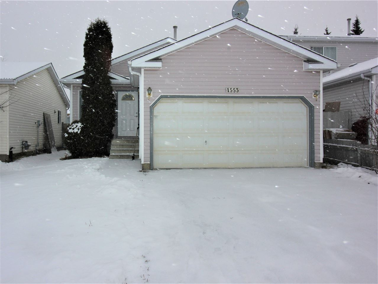 Cul-de-sac living at its finest in Crawford Plains area minutes away from the Anthony Henday and all amenities. This is a great opportunity for first time home buyers or people looking to acquire another revenue property. With 4 bedrooms total, 3 up and 1 down, 2.5 baths WHY WAIT? Entering the home, you are greeted by a spacious front entrance/living room with newer laminate click flooring a large kitchen with 3 appliances and eat-in dining room. Just down the hall is 3 bedrooms a 4pc bathroom and 2 pc ensuite in the master bedroom. Downstairs is fully finished with a 4th bedroom, 3 pc bathroom and massive family room to celebrate Christmas with the whole family?. There?s even enough room for the in-laws??