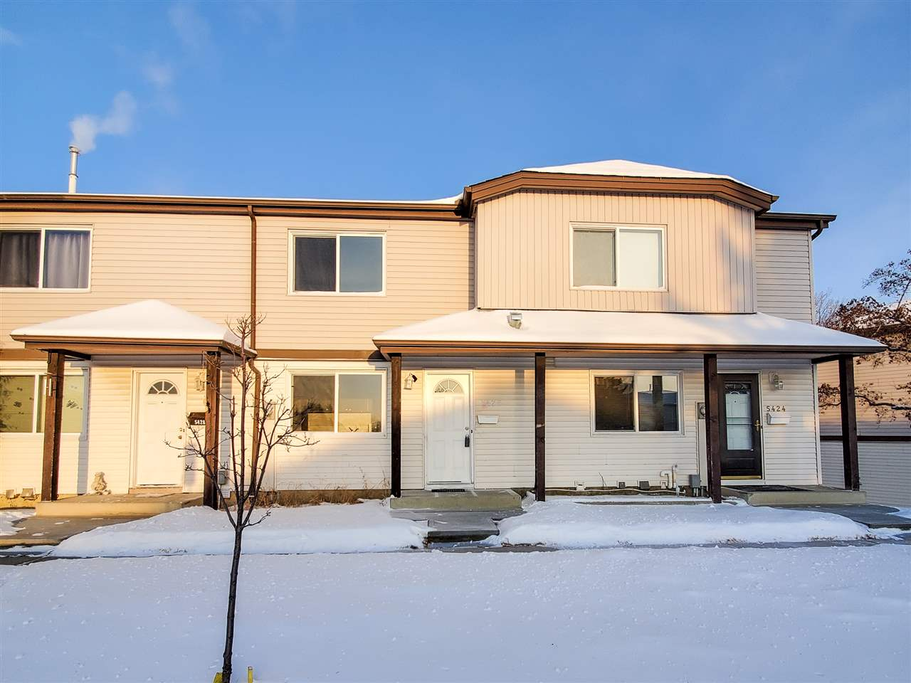Fully Renovated! New cabinets, new paint, newer flooring, newer appliances and lots more! Just renovated and priced to sell! This amazing town house features 1.5 baths and 3 bedrooms including the very large master bedroom. The home also features a decent sized backyard. Location! Minutes away from Manning Town Center for all of your amenities, restaurants and shopping! Also within very close distance to the Anthony Henday! MOVE IN TODAY!