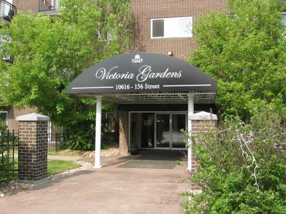 One bedroom unit in Victoria Gardens. Concrete building with elevator. Very well maintained. Open Kitchen living room. In-suite storage room. Condo fee includes all utilities. On bus route. Well managed complex with on-site manager. Great starter or investment.