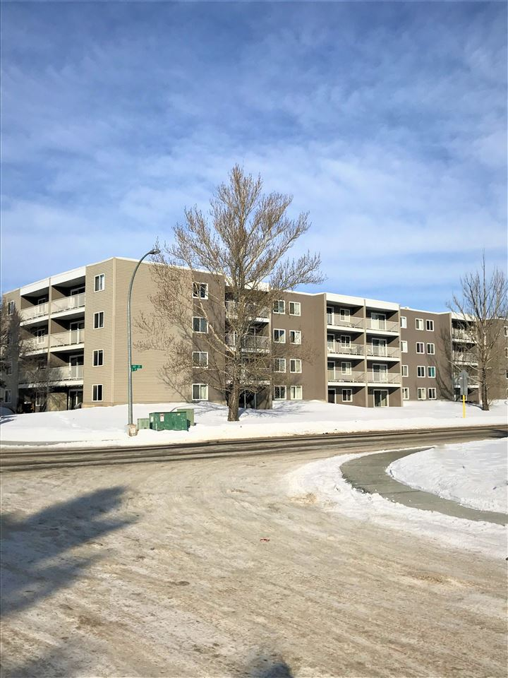 Great Location 3 bedroom 2 bathrooms with lots of room/Great for investment purposes Large balcony Condo fees include all but power Great access to public transportation and schools