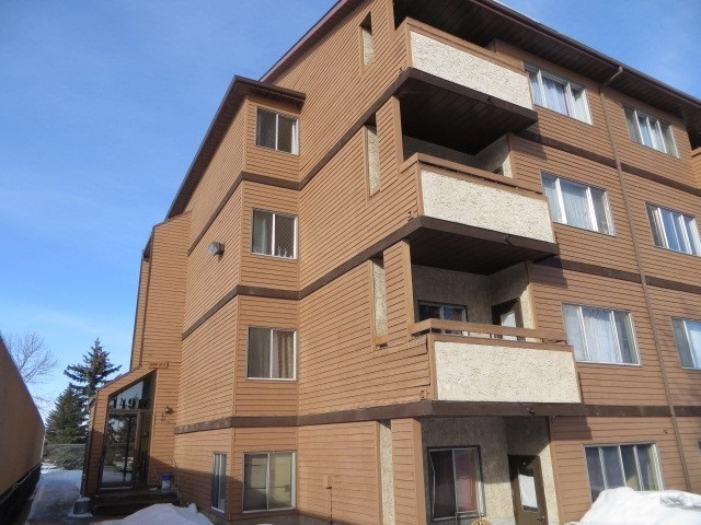 Welcome to Fraser. This one bedroom, one bathroom condo is located near many schools, shopping and a quick commute to Anthony Henday. A little TLC is required-