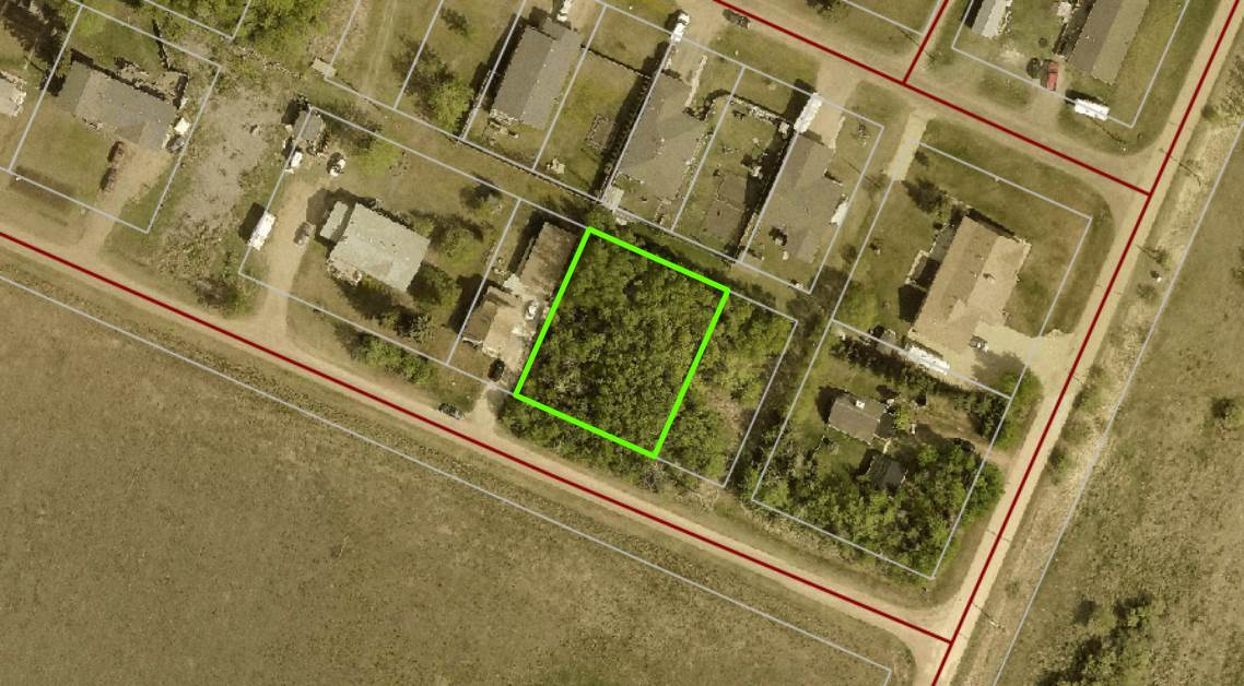 FULLY TREED! 100' X 120' Lot with SOUTHERN EXPOSURE and overlooking farmland on the very south east edge of KINGMAN. Full services are available to these two lots including the Edmonton waterline and municipal sewer. One title, two 50' x 120' lots one great price!