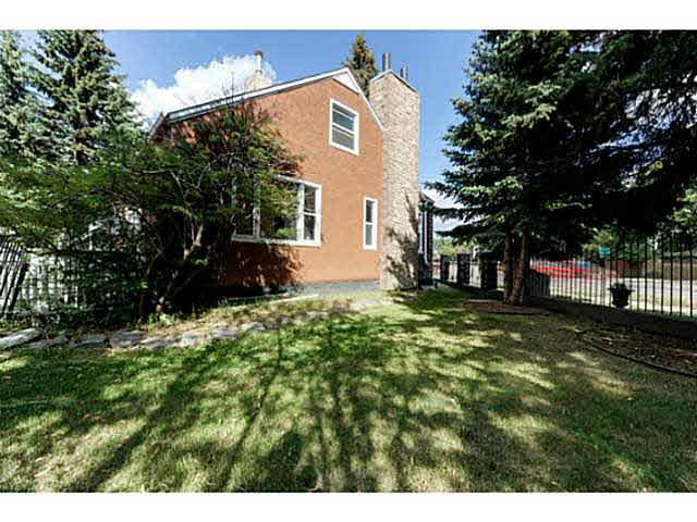 Great rental property on a large lot for redevelopment. Minutes to downtown along the LRT route! Features 4 bedroom and 3 baths! The lot size is 765m2! Second kitchen in basement.