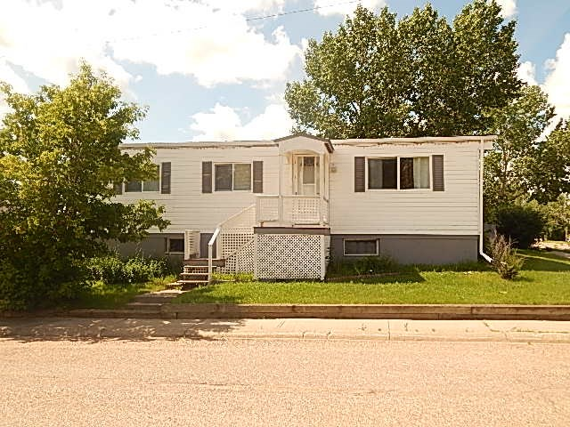 Approx. 1000 soft manufactured home on a full basement.