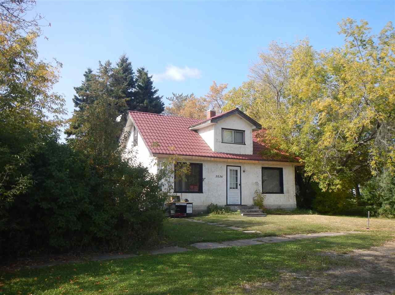 Affordable: make this one yours, 3bed,1bath,1300sq ft home, full basement on large lot, close to Creek walking path+Iron Horse Rec Trail. Off street parking fits your vehicles along with Trailers with back alley access. Appreciate: lawns, mature trees, space to entertain or just relax, have a garden-grow your own. Indoors: back porch hosts the extras, just off main bath+kitchen with eating area. Livingroom is wide open to diningroom, ample windows provide natural light, Bedroom+front door staircase complete main. Upper level hosts 2 bedrs plus open area. Such character here, original trim, baseboards, doors, hardwood under carpets-bring it back to it's original glory, tin roof already new, ugrades thru time. Embrace this quaint community where children still ride their bikes to school. Space where kids could be@home, run thru sprinklers, play hide+seek, kick the can, firepits+star gazing nights. Air is fresh, sky is clear+wide open. Sense of community means something here, you'll love an easier pace.