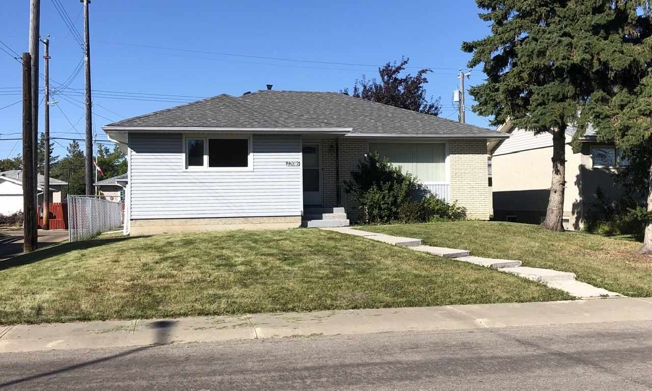 Nicely updated bungalow with updated kitchen, bathroom and electrical plus newer vinyl windows, shingles and furnace. The basement is partly finished with a 4th bedroom plus a 2 pc bathroom and separate shower stall. Great location close to schools, parks, transit and shopping with quick access to the Yellowhead and downtown.