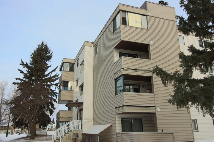 Great Condo beside park in mature area of Fort Saskatchewan. This is 1 bedroom plus 1 den with LARGE bathroom TOP floor CORNER unit with enclosed sunroom. Bathrooms and flooring have been updated. The building has a NEW Elevator and the unit offers UNDERGROUND parking and storage unit.