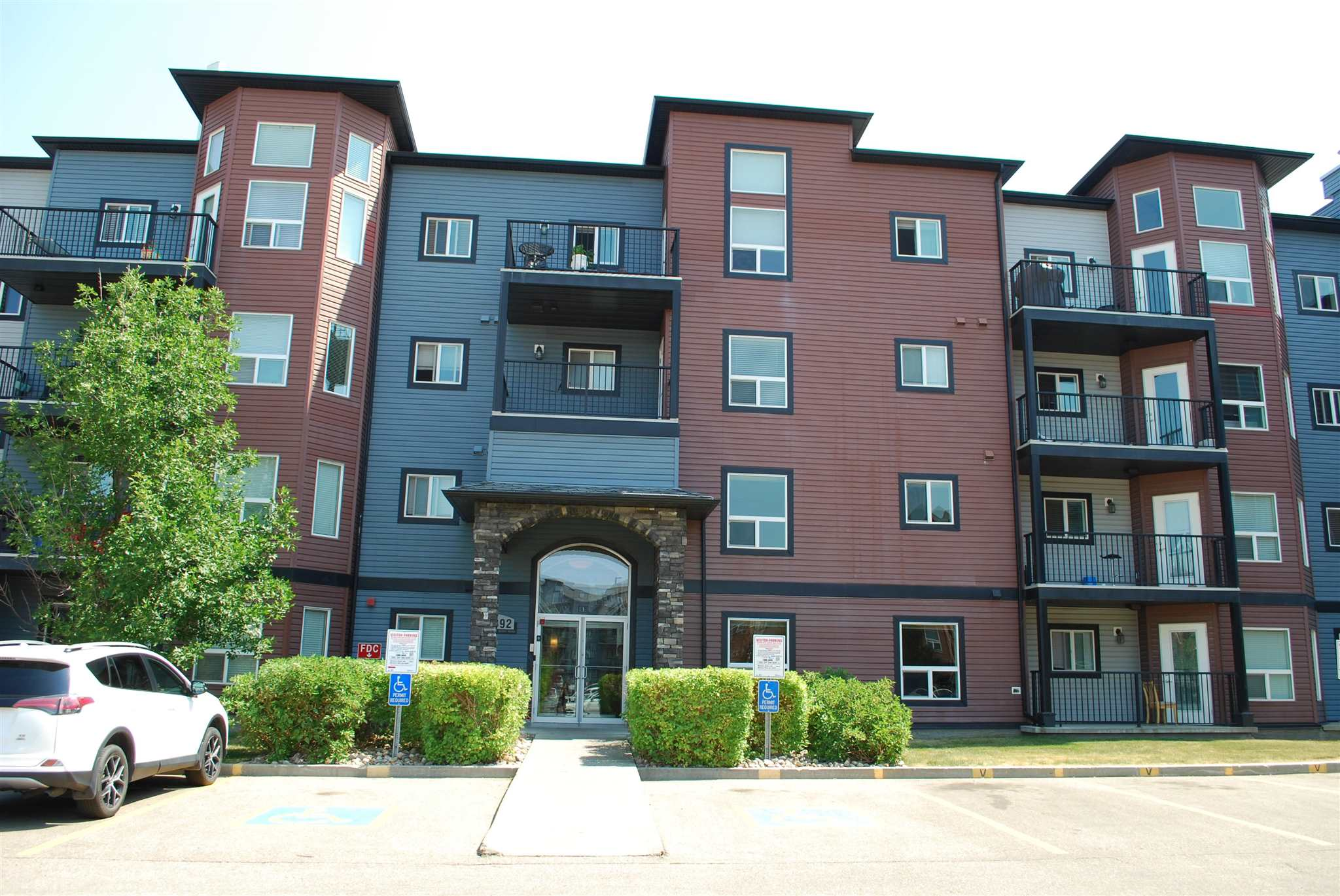 One Bedroom unit located on the top floor of Village on the Park complex with low condo fees.  Features included open plan with an kitchen, LR & DR, bedroom has a walk in closet, in-suite laundry area and heated underground parking stall.  Building has exercise room, lounge and car wash bay.  Easy access to all amenities, public transit and Anthony Henday.