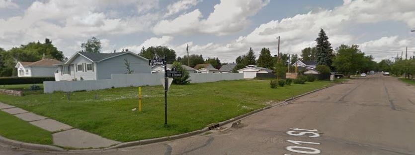 Large corner lot at 643m2 with back alley access!!! Located in a matured neighborhood and close to everything. Build your dream homeor a Duplex. Seller has plans for a side by side duplex.