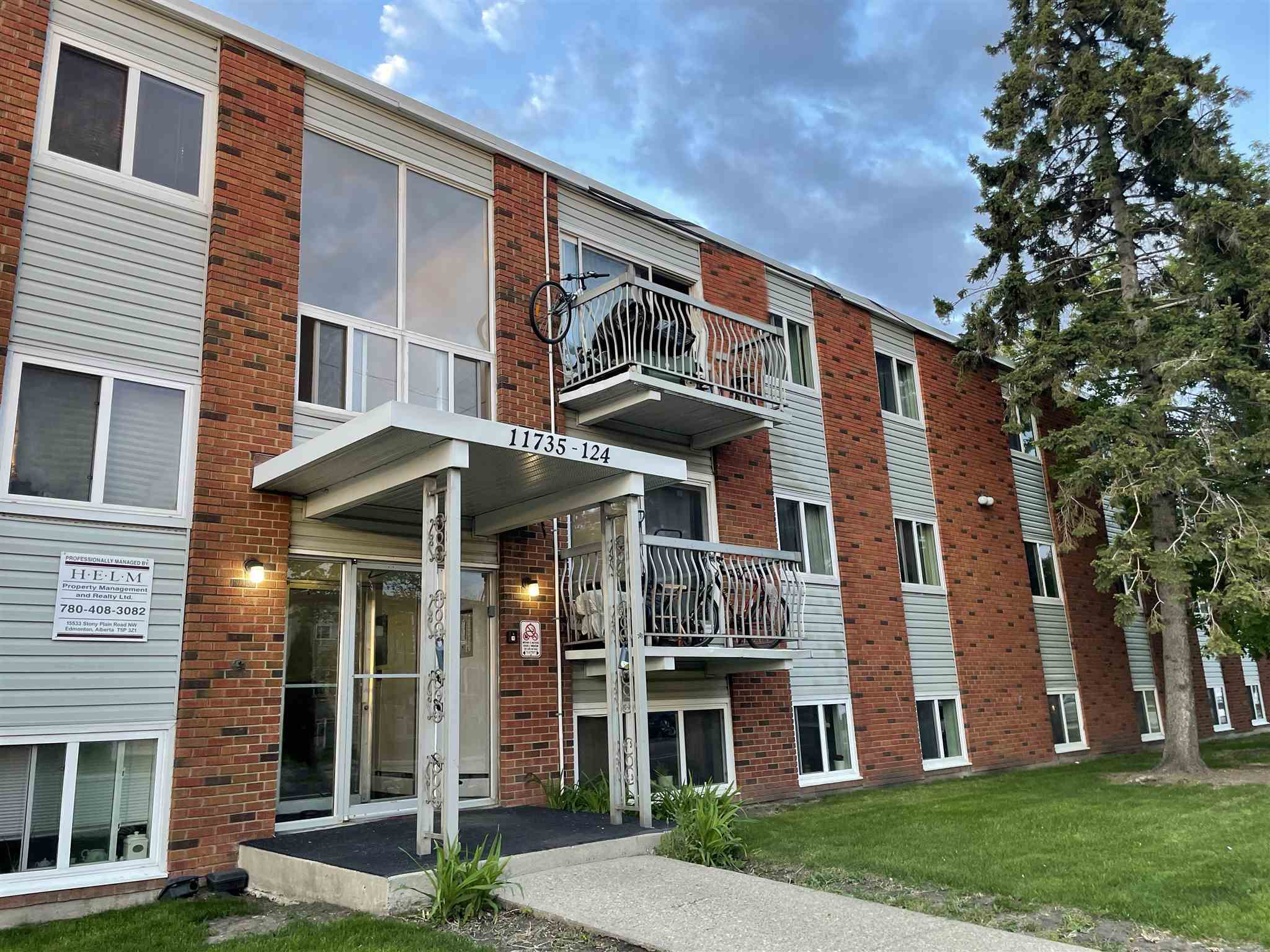 Investors & buyers alert! Own this affordable condo situated in the convenient location of Inglewood. This Open Concept has a bright living room flooded with natural light from the north facing balcony & Spacious Kitchen adjacent to the dining area. The unit has laminate floorings through out with a good-sized bedroom & 4pc bathroom. Living is easy with walking distance to Downtown, 124 Street District, Inglewood School/Playground, a variety of coffee shops + restaurants, bus stops, & a 5 minute drive to Yellowhead Trail & Kingsway Mall/Royal Alex LRT station. Don't miss out this great deal!