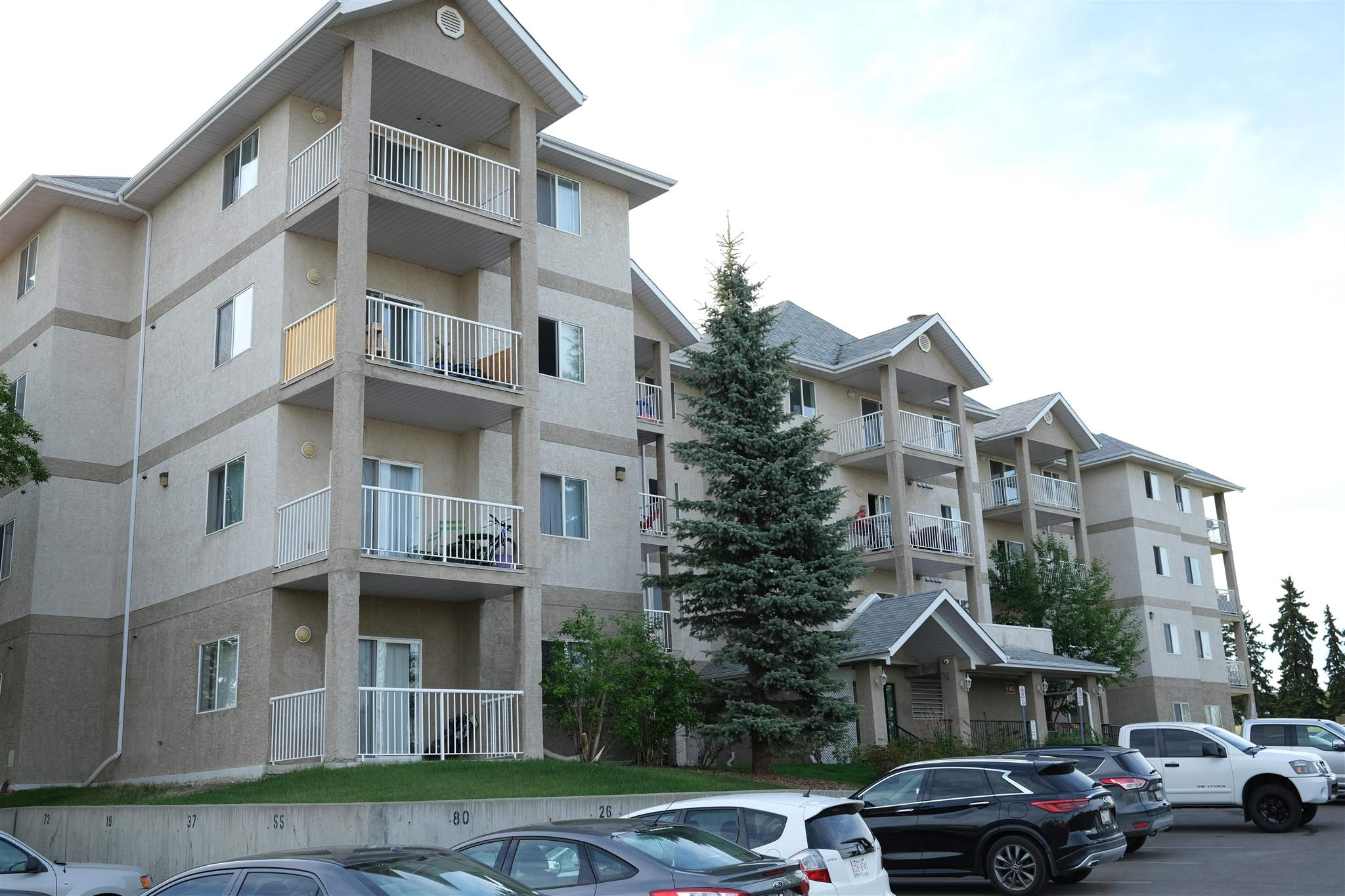 Super bright, clean and very well maintained 1 bedroom 1 bathroom condo located on the 2nd floor in Park Place Manning. The open concept plan has a functional kitchen with a raised eating bar and is open to the living room which has sliding doors to the west facing balcony. The Bedroom has two closets one with mirrored doors. This unit comes with 5 appliances, insuite laundry, + an oversized parking stall that you can see from your balcony. Close to all types of amenities, conveniently located to main travel routes, easy public transportation, schools & much more. Great value for a 1st time property owner or investor.