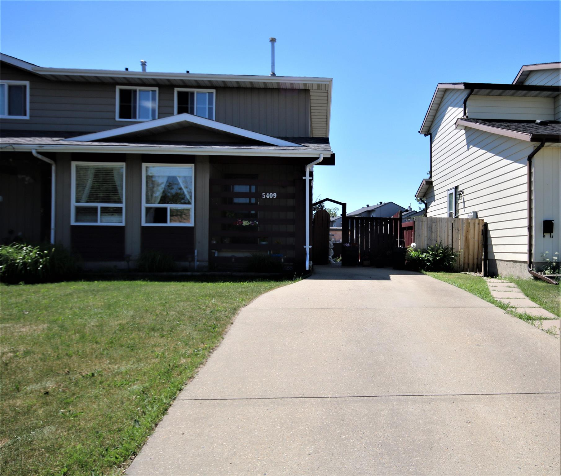 A perfect starter home with no condo fees. Well maintained house with SEPARATE ENTRANCE to the Basement. In the last 7-10 years Shingles, Vinyl Windows, Doors, Appliances, furnace was replaced. Close to schools, public & private. Upper floor comes with 3 bedrooms and 4 pcs bath. Large kitchen, formal dining, very bright living and half bath on the main. Basement has a finished recreation room. Potential for an extra bedroom. Huge back yard with south exposure. Quiet street with minimal traffic. Great location in Greenview very close to all amenities.