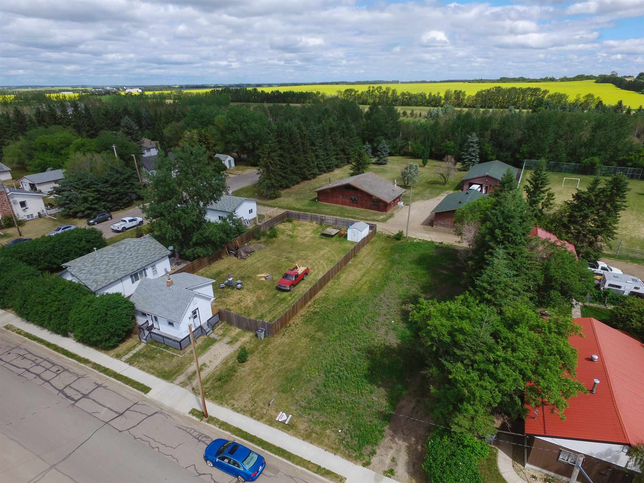 Vacant lot with incredible builder opportunity and also zoned for a half duplex development as well. The fully serviced lot is located right across from Legal School and Ecole Citadelle School and close to many other incredible amenities.