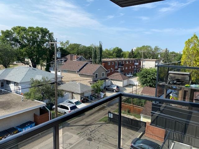 Located in the heart of old Strathcona! 1 bedroom condo in Andrea Manor. Large patio, parking stall assigned, lots of windows for natural light. Walking distance to park, elementary and popular farmers market.