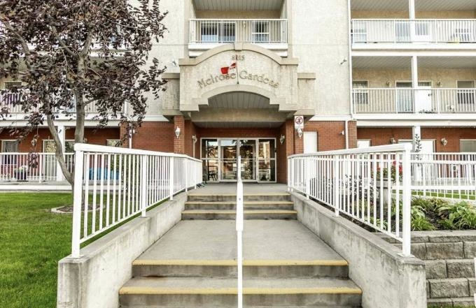 Corner unit in Melrose Gardens. Adult 50+ living. Master bedroom has a 4 pc ensuite and walk in closet. Freshly painted throughout and carpets cleaned. There is also a second bedroom, 3 pc bathroom and large windows allowing a lot of natural light. Air conditioning in carpeted unit and a beautiful city view. Water hook p in deck & natural gas BBQ included. Underground heated parkade parking with with storage cage in front of parking  also has car wash in parkade . Close to shopping and public transit. Condo fees include all utilities except Electricity