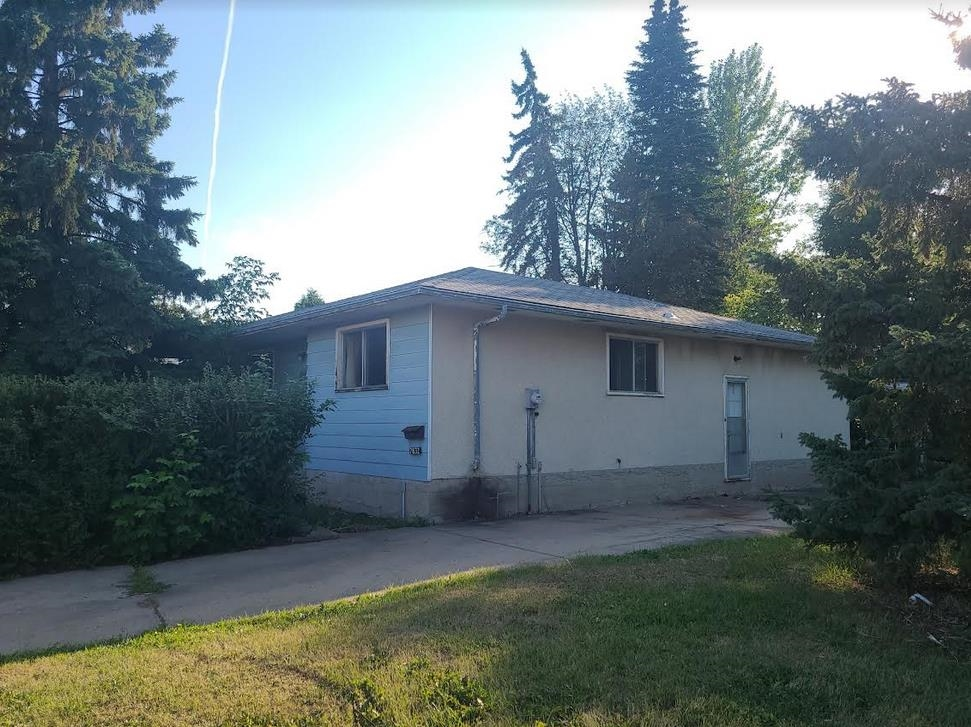 INVESTOR ALERT!!! Perfect for Contractors or Builders! This home is situated in the Patricia Heights community. House needs work, 3 bedroom and 1.5 baths, double detached garage!