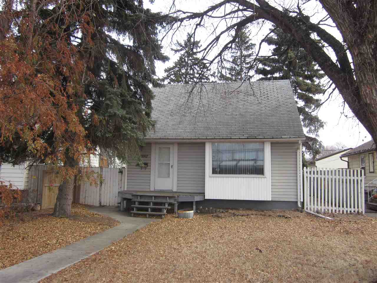 Great starter home for first time home buyer or investor located in mature community of Westwood. It is walking distance to the Vanguard College, NAIT Campus, Kingsway Mall, the LRT system, Royal Alexandra Hospital and great access to the bussing routes. This 5 bedroom and 2 bath home has tons of character and sits on a 42 x 150 lot with double detached garage.
