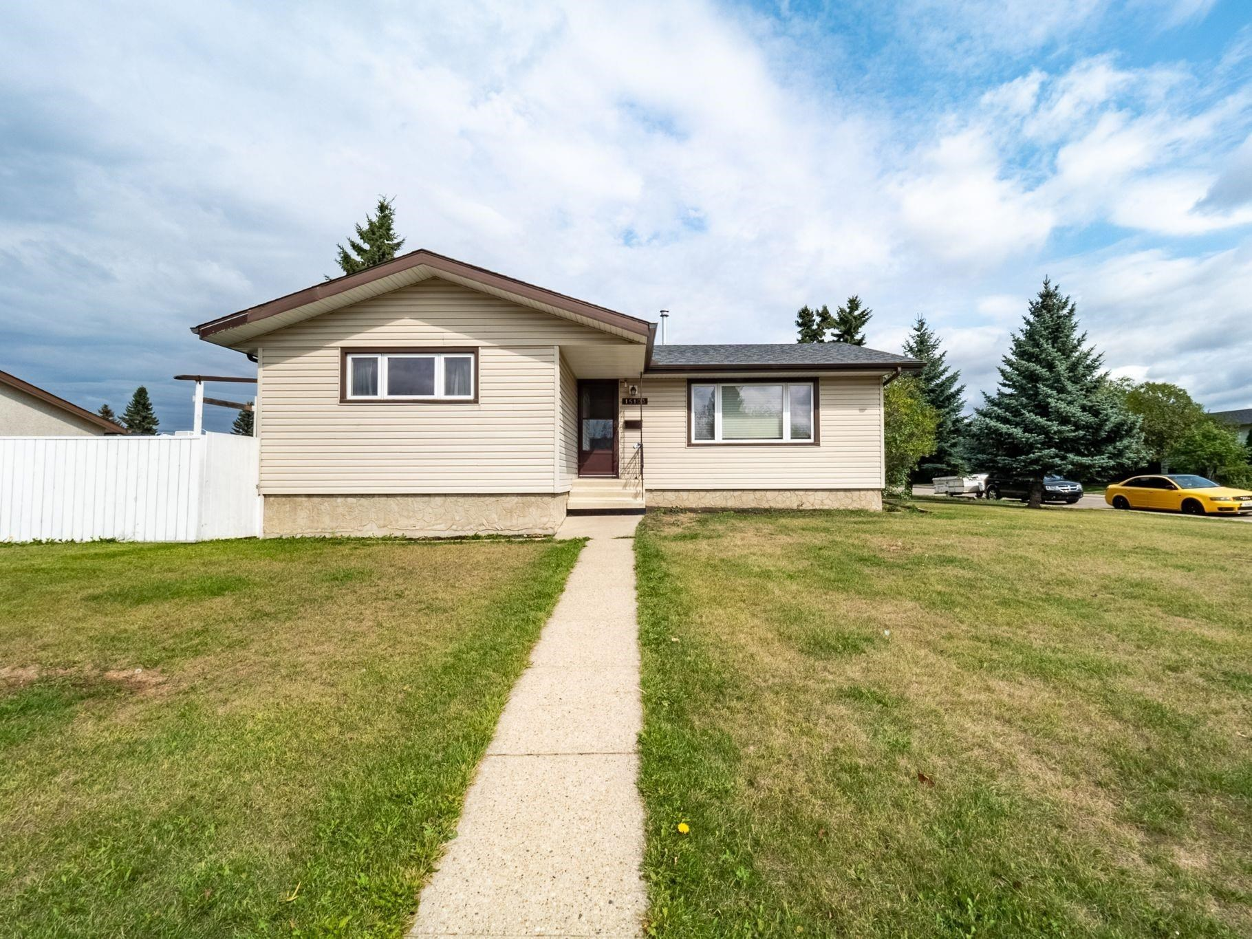 Welcome home to this 1085 square foot 3 bedroom 2 ½ bath bungalow in the friendly neighbourhood of Evansdale. The perfect home for the young family starting out. Has a fully finished basement with a large recreation room, large den with window and 3-piece bathroom. The main floor has a nice eat in kitchen and upgraded flooring along with a 2-piece ensuite off the primary bedroom. This home has newer windows and a newer roof along with upgraded interior doors. And yes, it has a 23 x 21 detached double garage and full-size driveway. An amazing family home that is literally walking distance to Evansdale school. Great value and easy to show.