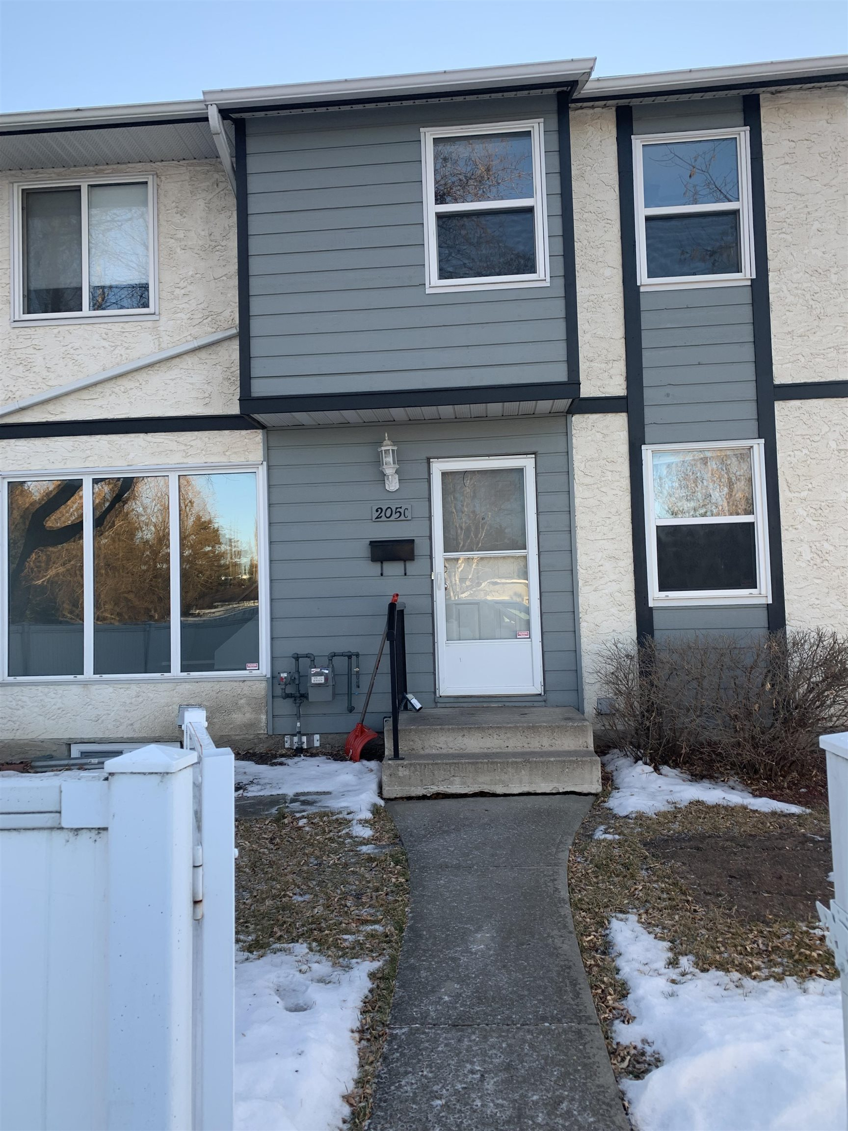Calling on INVESTORS or first time home buyers! This townhouse has been consistently rented out for the past 10 years! This clean, spacious unit is in a family friendly neighbourhood with walking trails and greenspace nearby.   It is an end unit and has a private front yard that is surrounded by a low maintenance vinyl fence.  Features 3 bedrooms upstairs with a 4 piece bathroom and a 2 piece bathroom on the main level.  All new carpets throughout the townhouse.  You will note when you drive into Homestead Village how well maintained this complex is.  You are close to schools, parks and all amenities.