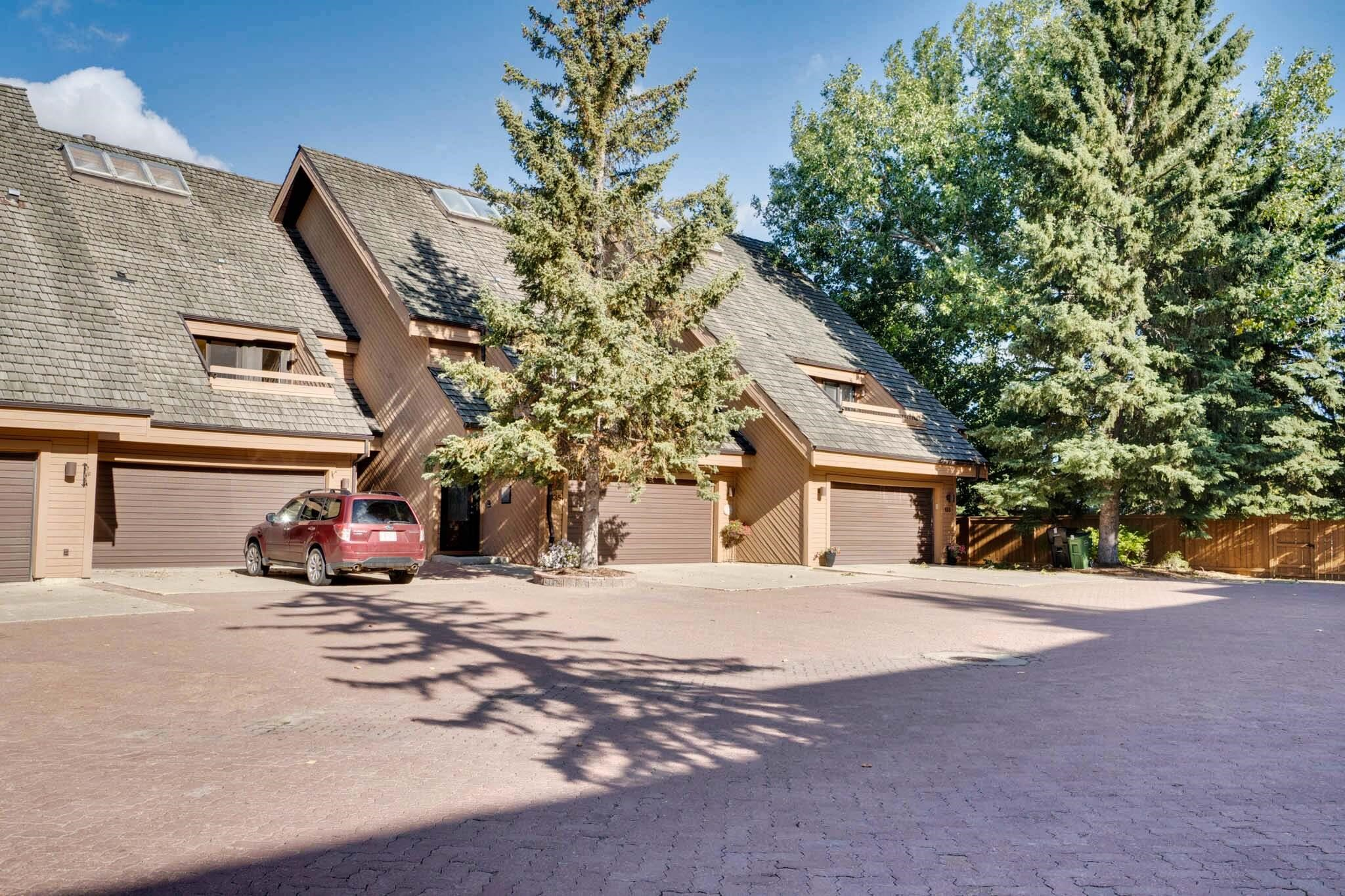 Executive 3 storey townhouse in the prestigious community of Westridge!  Just a few steps away from the Wolf Willow Ravine trail system this unique condo is impressive! Renovated main floor with a stunning Kitchen with upgraded stainless-steel appliances, quartz counters, cabinets right to the ceiling, stone backsplash, soft-closing drawers, & tons of storage with an oversized pantry.  Relax in an inviting living room with a warming gas fp featuring river rock facing.  Gleaming hardwood flrs flow throughout the main living space & there is a convenient 2-pc bath.  Second floor features an expansive Master Suite with a spa like ensuite and huge walk in closet. There is a sitting area, a 2nd inviting fireplace.  This level also offers 2 additional bdrms, with access to terraces. The by multi-use upper loft is impressive with vaulted cedar showcasing skylights, a plumed web bar & another balcony to appreciate.  Larger deck & private yard.