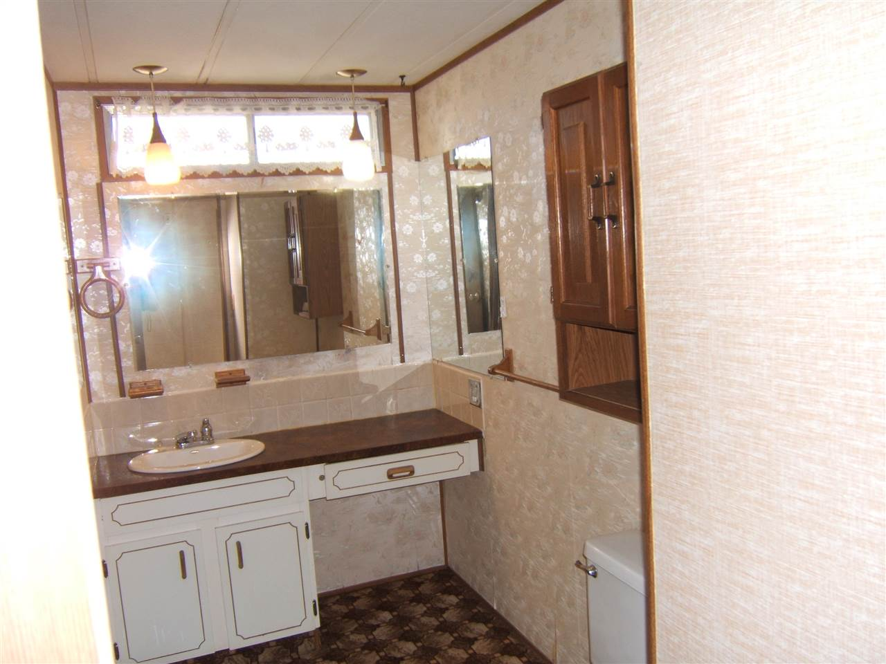 Enjoy Quiet Living In Prairie Lodge Trailer Park Located On The Out Skirts Of Progressive Town Vegreville This 1976 Neonex 896 Sq Ft