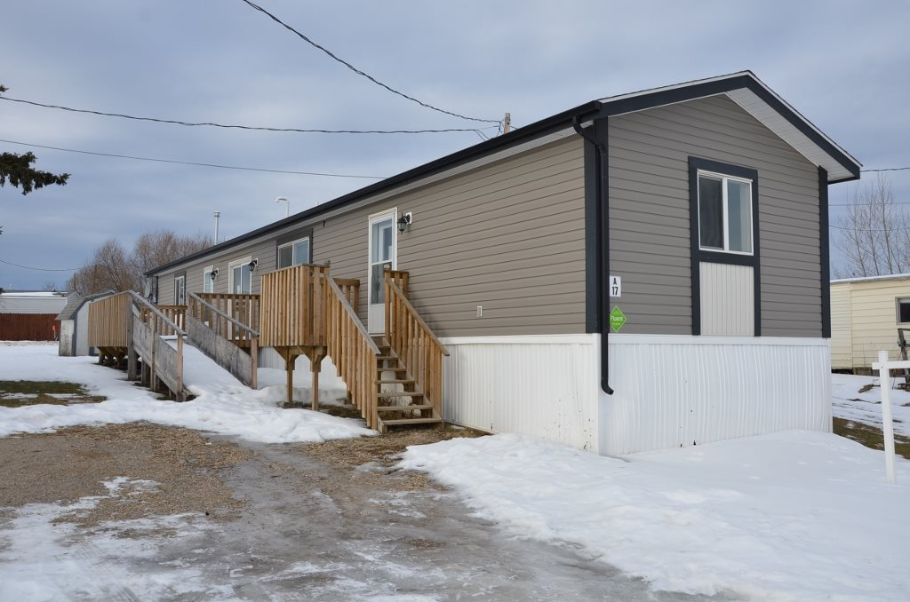 2012 SRI 1216 sq ft 16' wide mobile home in Poplar Ridge mobile home park Daryton Valley, AB. Clean, neat and cared for 3 bedroom, 2 full bath home features open concept floor plan with attractive modern dark cabinetry and trims, vaulted ceilings and corner gas fireplace. Large deck 10'x20' BBQ and sitting deck off dining room features wheel chair access ramp from ground level to the home. Modern  age and in good condition make this an ideal home for you.