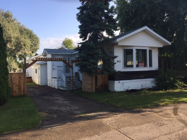 Close to playground and in a secure community with store, restarant, daycare, community Hall and fitness centr.