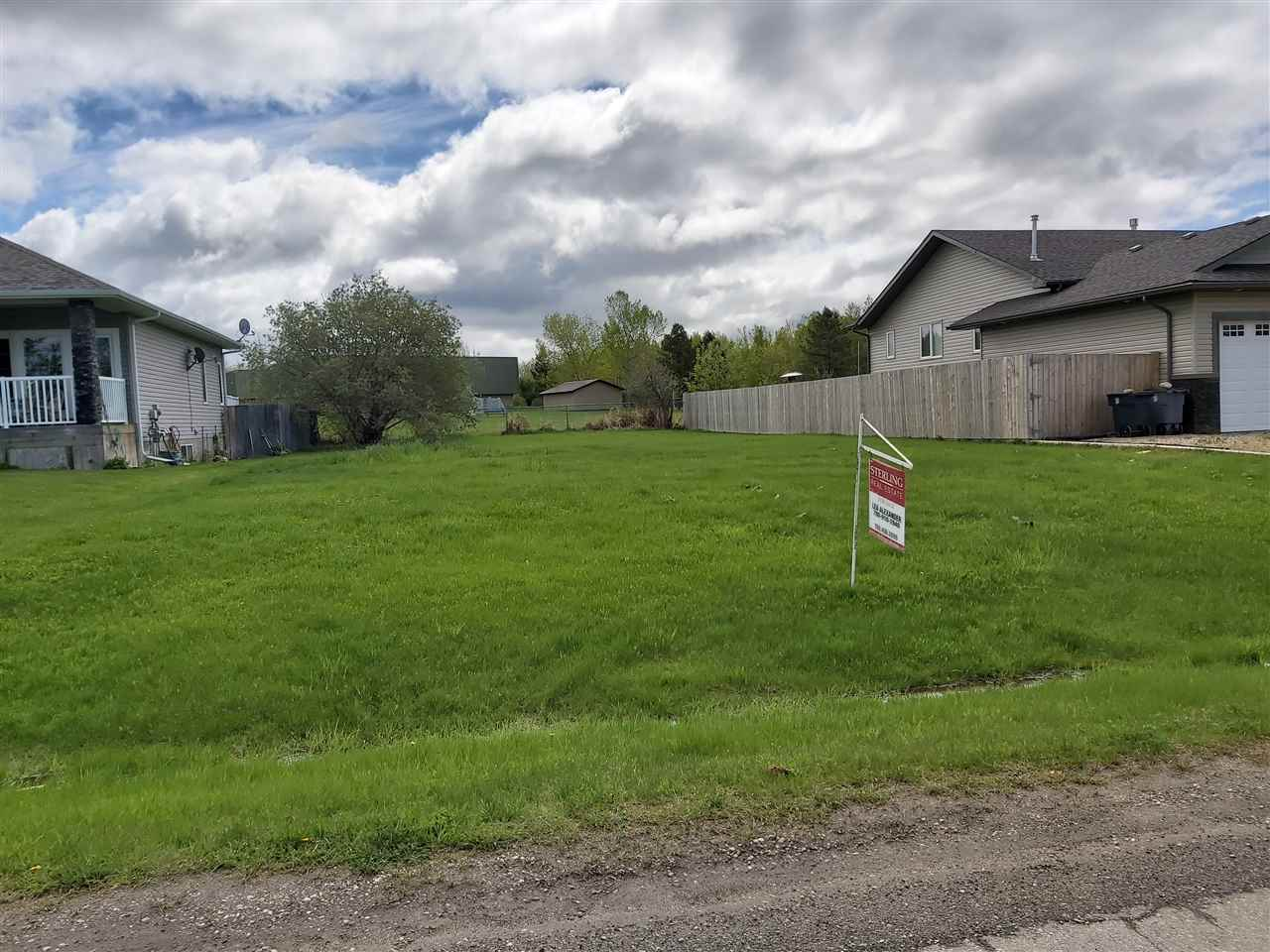 Cleared dry lot located in the Alberta Beach Grasmere Glens subdivision close schools, golf course, lake stores and amenities. Natural gas, municipal sewer, power, telephone, and cable are at roadway. Only 25 minutes to Spruce Grove and 40 minutes to Edmonton West end. GST may be applicable.