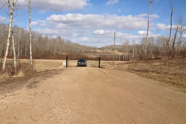 3.85 acres ready for a home! Land has been cleared and graded for build. Backs directly onto Ministik Bird Sanctuary, which is a 20 000 acre preserve full of trails for riding and exploring! Surrounded by lakes and ponds, wildlife and quiet, this a perfect location, just 25 minutes from Sherwood Park!