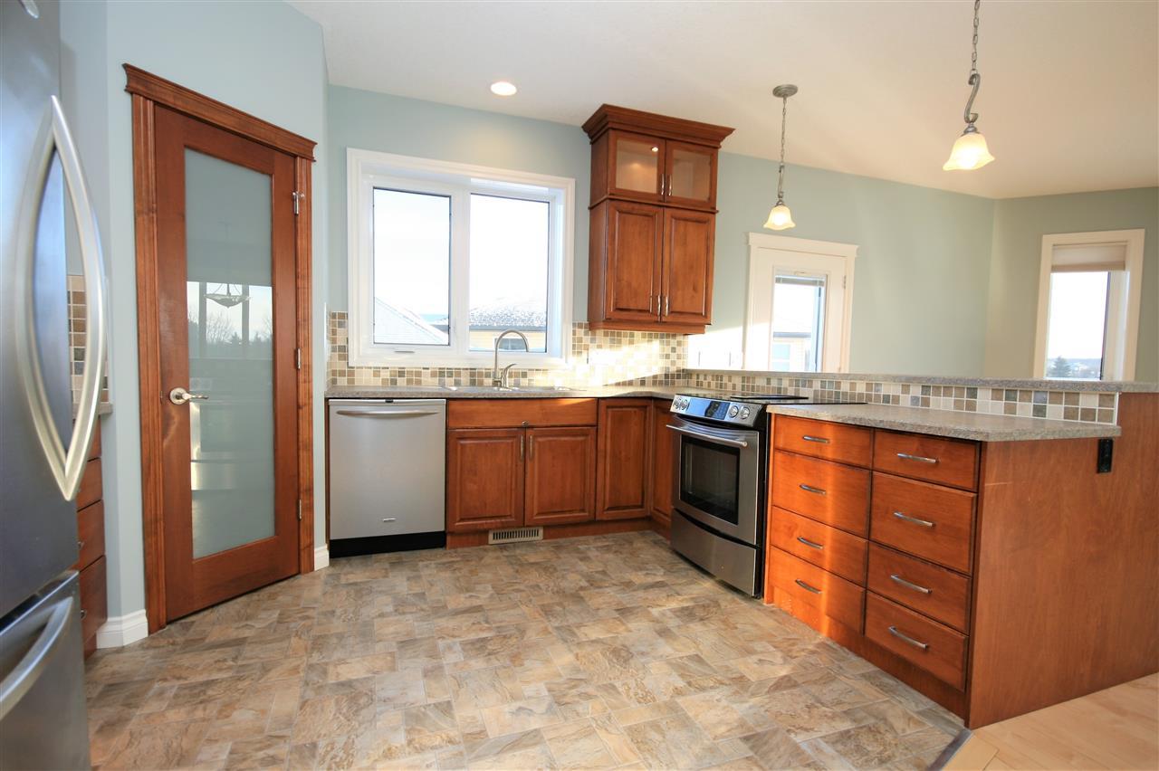 Tile backsplash and under counter lighting.