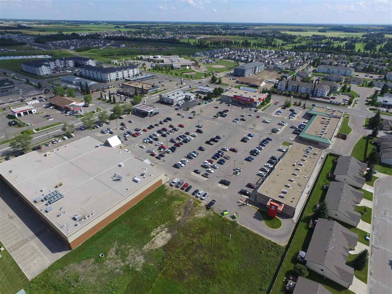 Sunrise Village in Stony Plain in now available for lease. Sunrise Village Plaza is just off Highway 16A and across the street from the regional hospital. This high traffic location benefits from many retail anchors with high daily traffic counts. We are presently offering this 4 bay expansion with unit 2 units remaining in our new retail phase or 2 in our existing phase from $23/foot. Our sizes range from: Unit 501-1,808 sq.ft, and Unit 503-1,312 sq.ft are ideal for medical, professional and retail businesses looking to grow or increase your presence in this high traffic location with all new construction. Major anchors include: Shoppers Drug Mart, Safeway w/Starbucks, Original Joes, Edo Japan, Scotia Bank and more. Ample parking & signage! Lease rates from $4,363/month or $30-$32/ft NNN with operating costs of $10/ft including taxes, ready for immediate possessions. Ample signage opportunities.