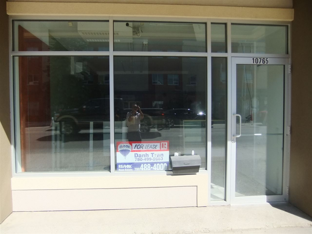 690 sq ft retail for lease in Vietnam & Chinatown, half bath, with single heated attached garage. Attractive rent at $1500 which includes heat, water, property tax, building insurance, garbage & snow removal.