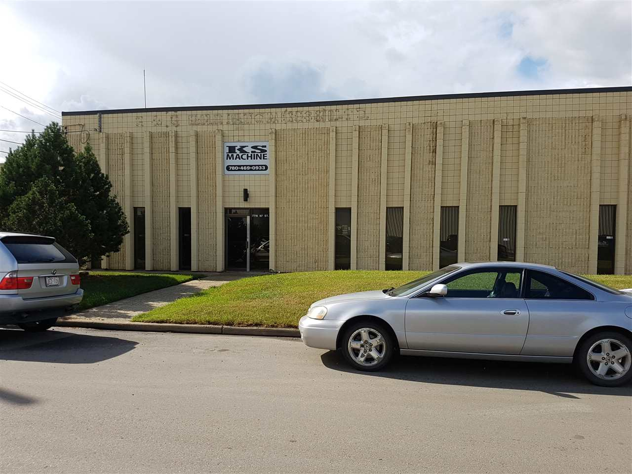 Easy Accessibility to Sherwood Park Freeway, 75th Street & 50 Street.  Three 2400 sq ft Industrial warehouse bays with office & mezzanine, 14' overhead grade loading doors.  Heavy power, sumps, 2-1 ton & 1 - 2 ton cranes.  Total office area 2520 sq ft +/-.  Total mezzanine area 625 sq ft +/-.  shared fenced yard.