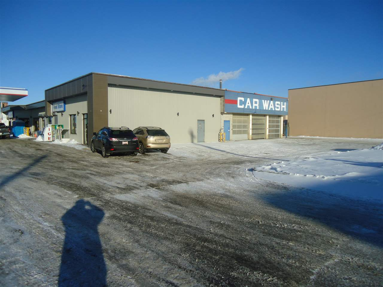 Excellent space for Auto/Trailer rental.  Office ready to finish to tenant's use.  Up to 15 parking display stalls included in rental rate.  30,000/day traffic count.  Additional parking available at a negotiated surcharge.
