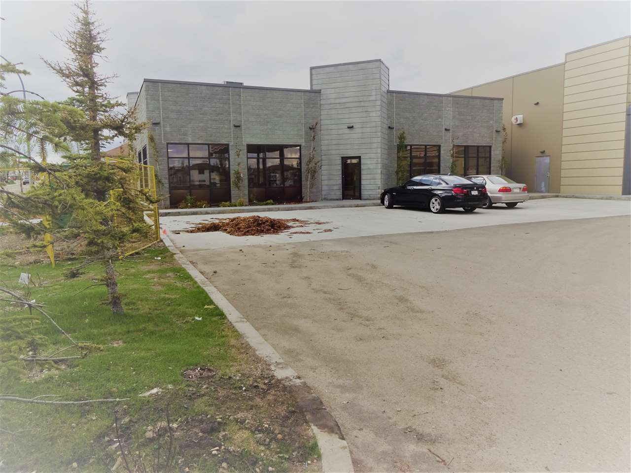 Brand new Medical Clinic and Pharmacy opportunity. Fully constructed and ready to go. Includes 8 complete Exam rooms, 1 treatment room, 3 large offices, pharmacy complete with compounding area and nice size retail area. Landlord providing excellent incentives on this site.