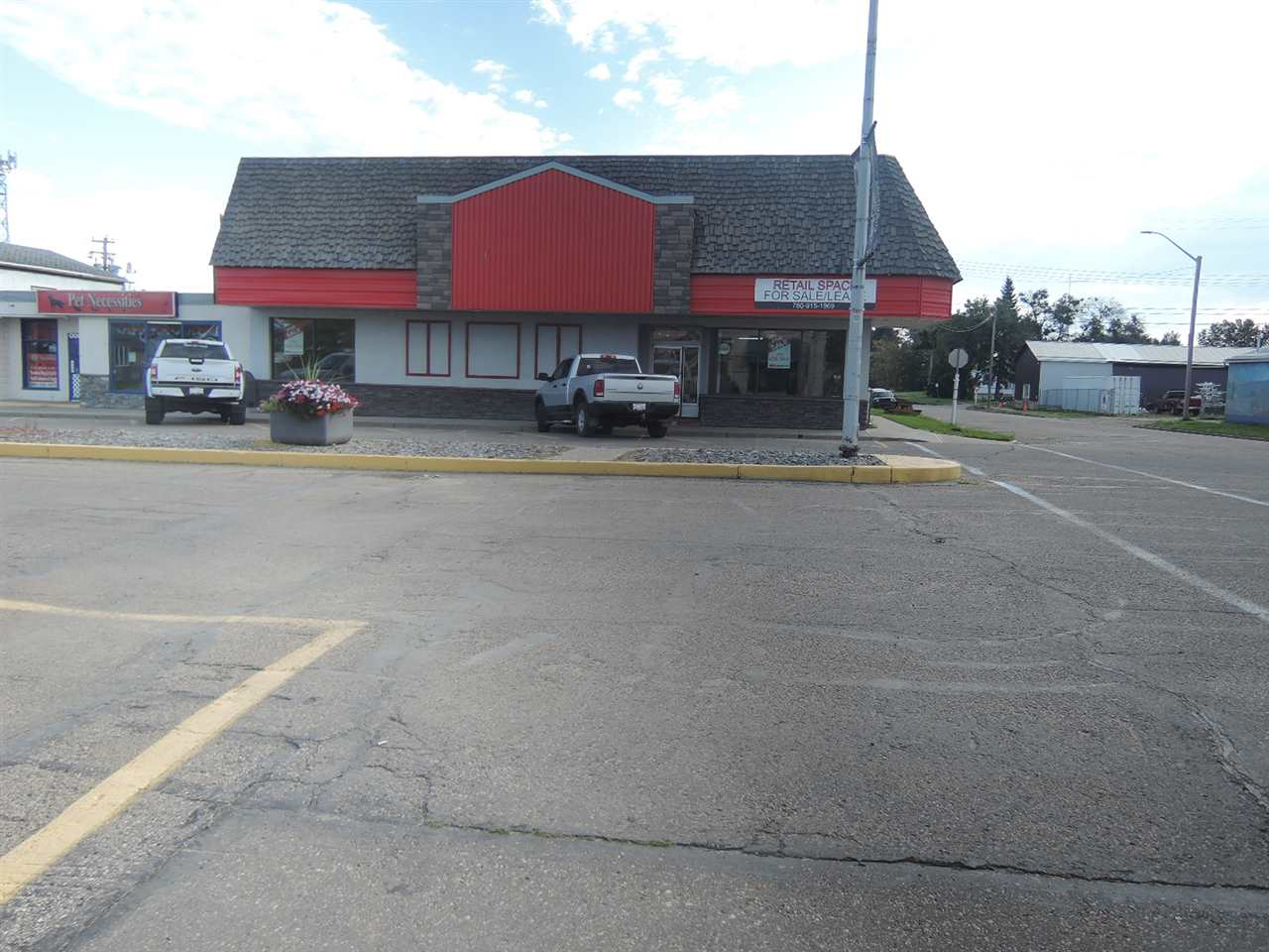 5300 sf retail building fronting Hankin Street in Thorsby. This property is the former location for the local Home Hardware store and is neighboring additional office and retail businesses serving the community and surrounding areas. Additional storage building of approximately 1200 sf can remain or be removed by the seller.