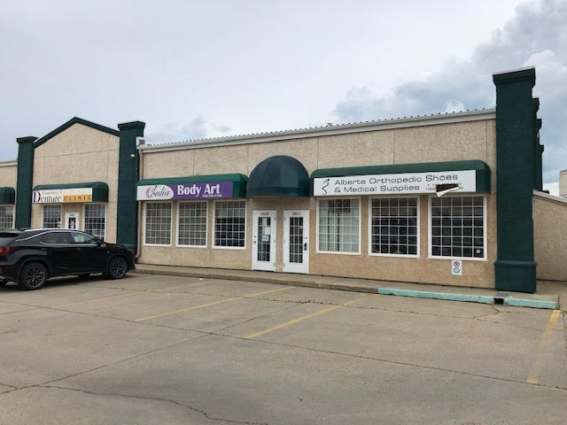 Retail/office space available immediately! 1,050 SF +/- on the main floor with another 589 SF +/- on the second. Can be leased together or separately. Main floor is mostly open space with two offices, washroom and kitchenette. Upstairs features reception and open area with three offices and a washroom. 3 stall in front, 3 stalls in back. Great opportunity for retail, medical or office uses.