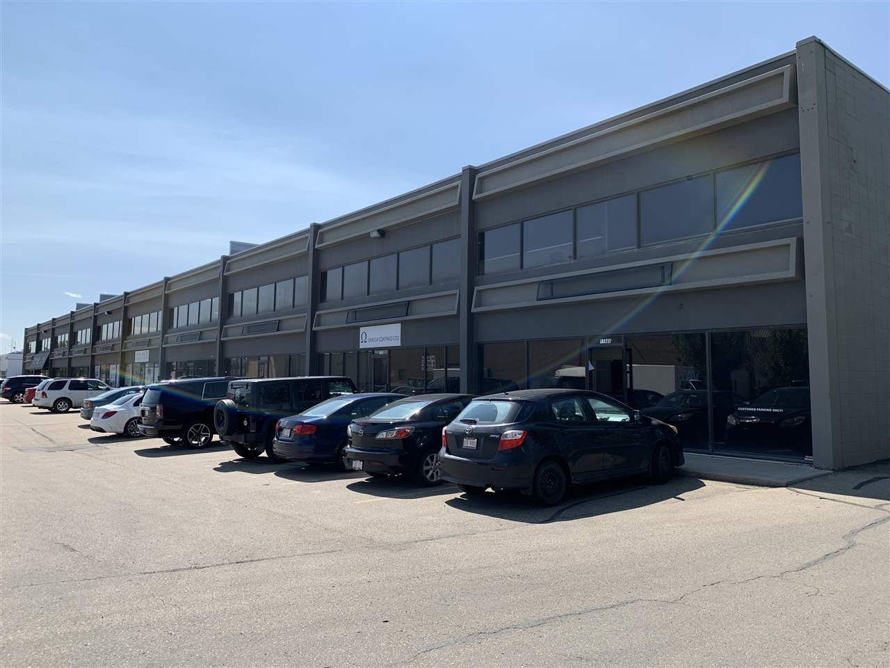 3540 sf unit office/showroom/ warehouse space - Rare single bay with 8x10 dock loading door -20' clear ceilings - Easy access to 156 Street, 118 Avenue, Yellowhead Trail and 170 Street
