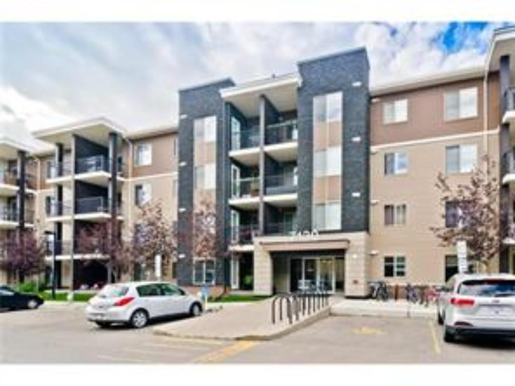 TOP FLOOR COZY UNIT with 2 BEDROOMS and a FULL BATH , INCLUDES 1 PARKING STALL , VACANT FOR IMMEDIATE POSSESSION. CLOSE TO ALL AMENITIES. GREAT VALUE. CALL NOW TO VIEW !!!